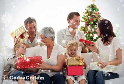 Встречать Новый 2017 год Петуха - следует в кругу семьи