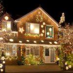 Красивый новогодний экстерьер дома