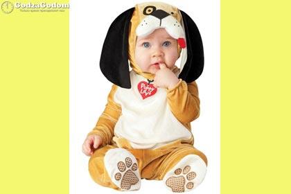 Ребенок в новогоднем костюме Собаки