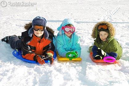 Школьники на зимних каникулах
