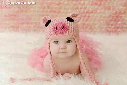 Девочка в костюме розовой Свинки