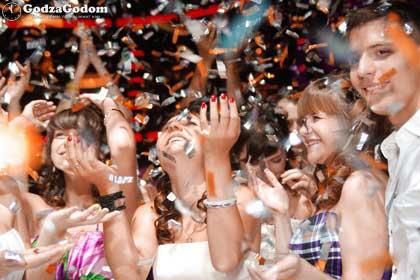 Празднование выпускного в школе