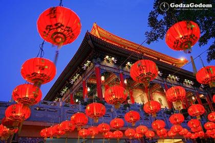 Украшение домов и улиц фонариками к китайскому новому году