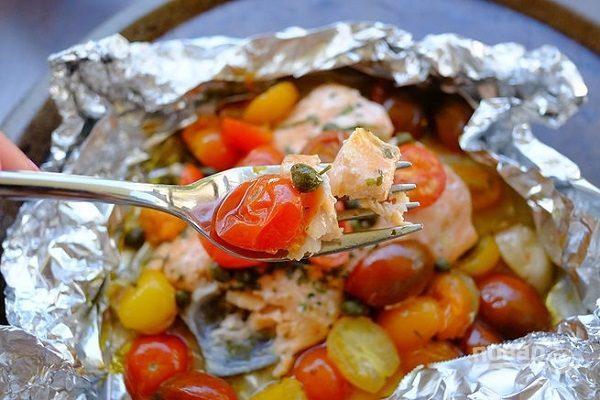 Красная рыба с томатами