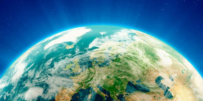 О том, когда и как появился международный праздник, почему его отмечают во всем мире и какие предметы являются символами.